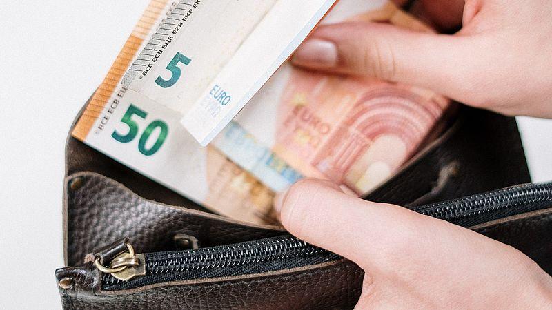 Lever jij geld in als je baas het nu vraagt? Wees je bewust van de risico's