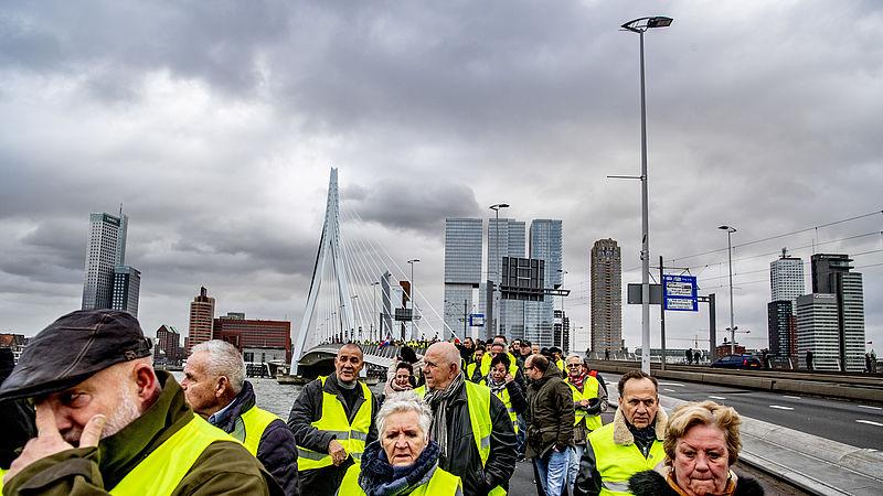 Gele hesjes: grimmig protest in Frankrijk, gemoedelijk in Nederland