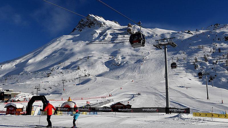 Een overdekte gletsjer moet zomerse wintersporters in het Franse Tignes houden