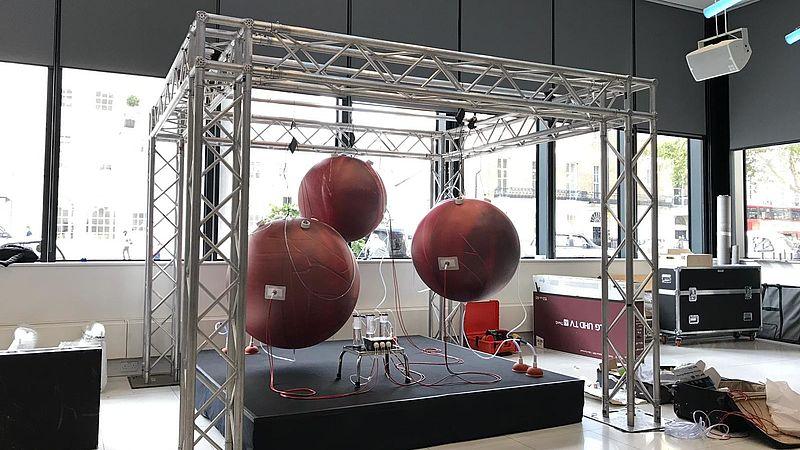 De installatie met de kunstmatige baarmoeders