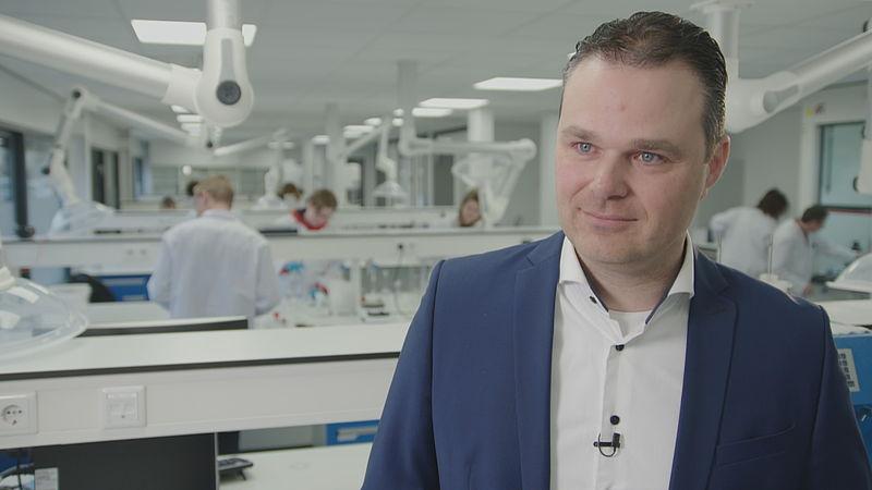 Deze medicijnfabrikant in Zeewolde maakt als enige in Nederland een medicijn dat kan werken tegen corona