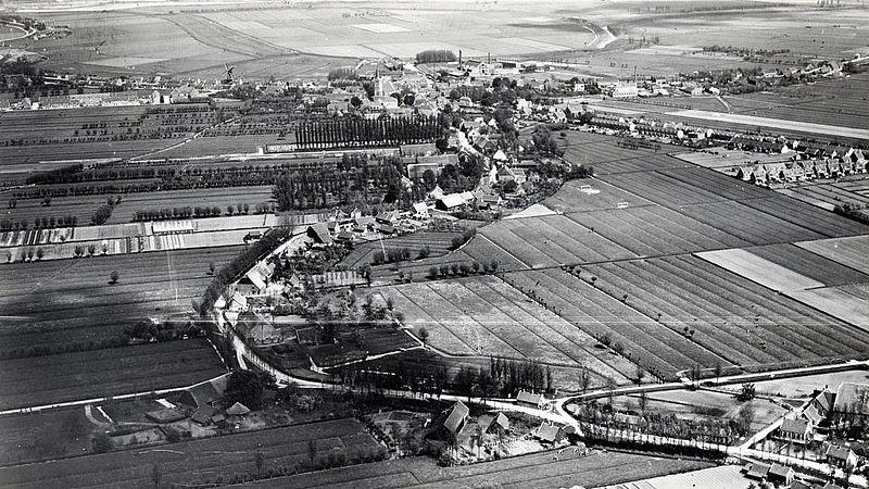 Een luchtfoto van Ridderkerk ruim 50 jaar geleden