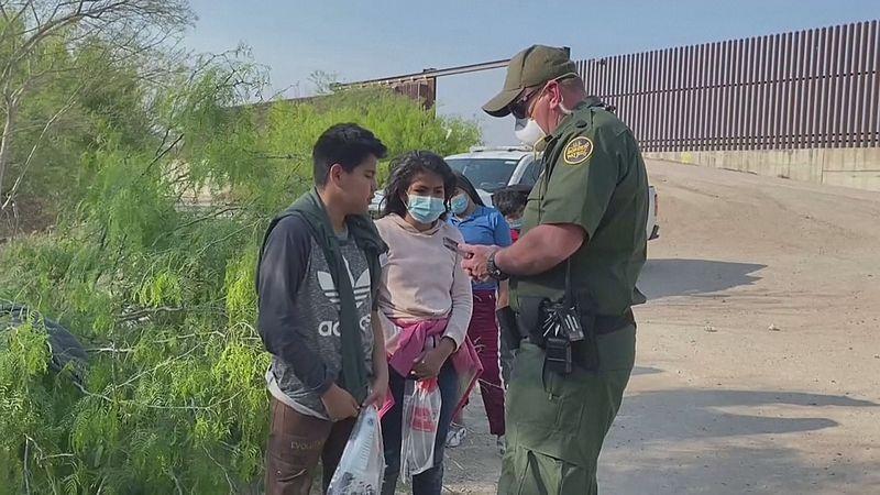 Kinderen worden aangehouden bij de grens