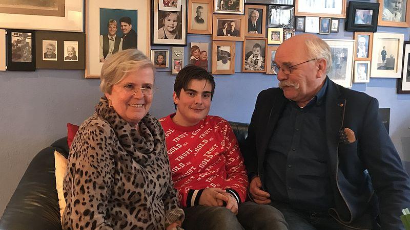 Jos en Bep zorgen al bijna 14 jaar voor hun kleinzoon: 'Hij kwam gewoon bij ons, punt uit'