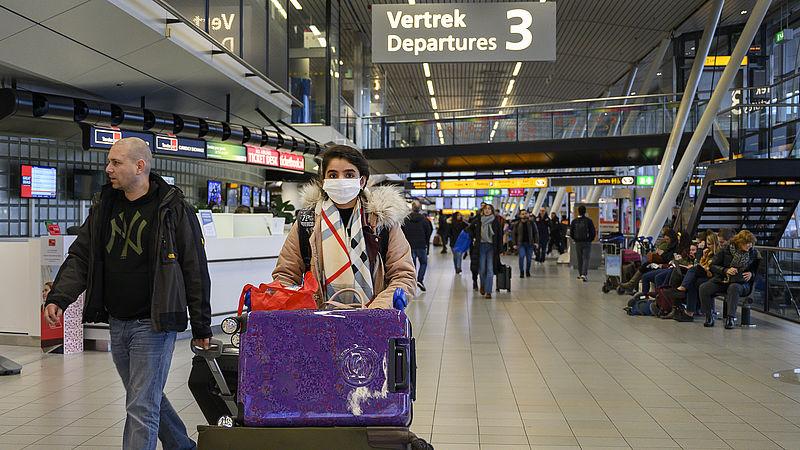 Meer zorgen over coronavirus, tweederde wil controles op Schiphol