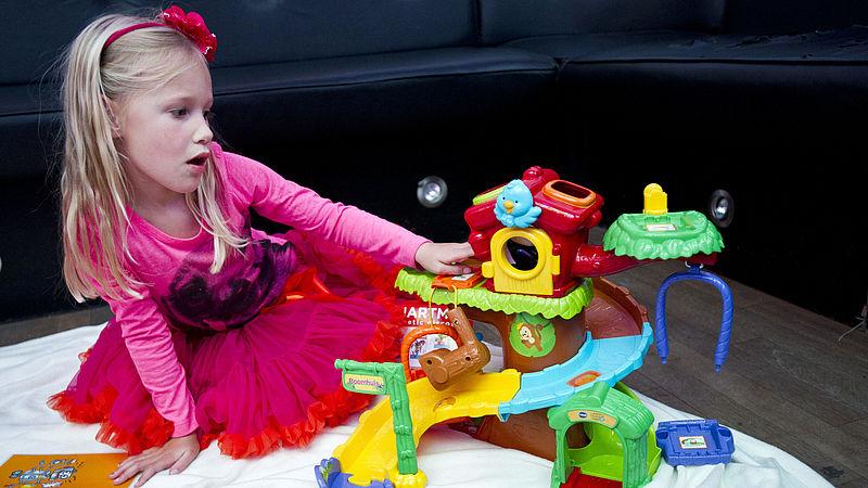 Moet Nederland aan de genderneutrale speelgoedwinkel? Als het aan minister Van Engelshoven ligt wel