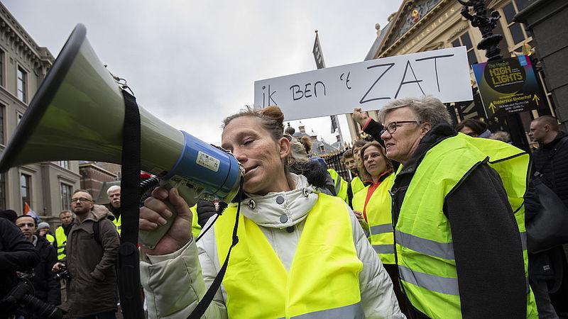 Les manifestations des gilets jaunes: 6 questions à Ewald Engelen - EenVandaag