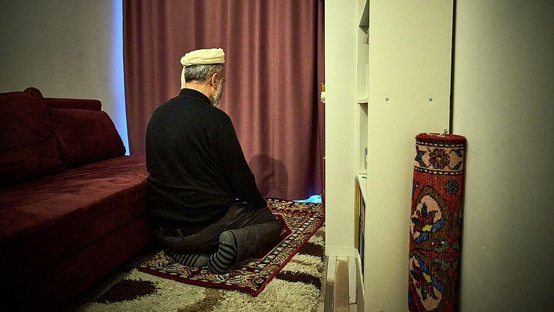 Gelovige moslims vieren ramadan in huiselijke kring en volgen online diensten