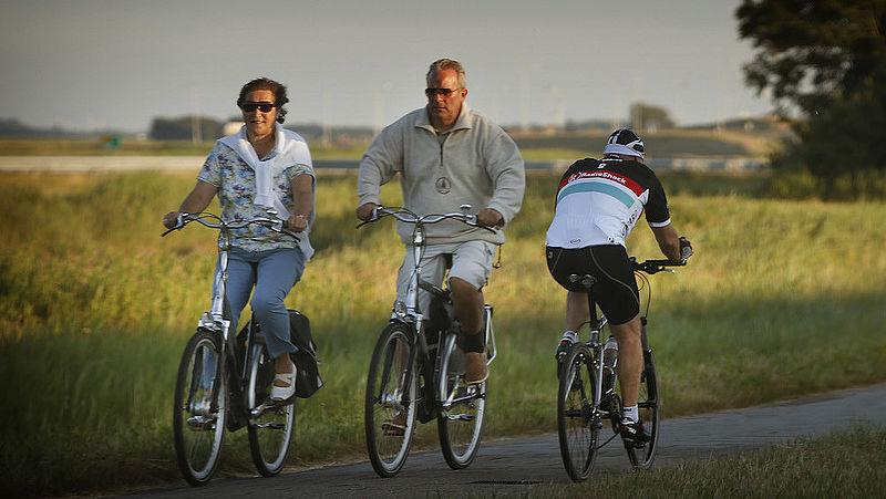 Ben je veilig op de e-bike? Even snel als de snorfiets, maar wel zonder helm