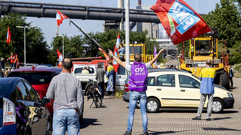 Emoties lopen hoog op bij personeel Tata Steel om vertrek 'hun' directeur: 'Toeterprotest is aftrap van meer acties'