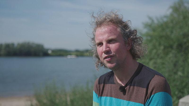 Dichter des Vaderlands over de zwemelfstedentocht: 'Het is mooi dat dit ons verbindt'