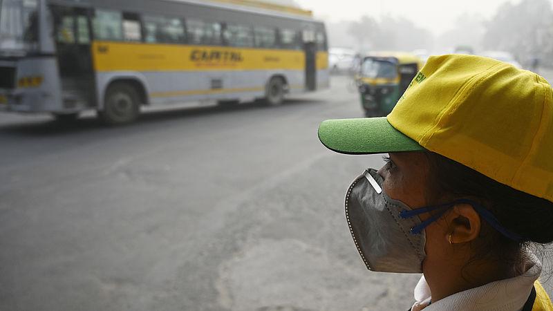 Hoe een mondkapje tegen smog werkt in New Delhi en niet in Nederland