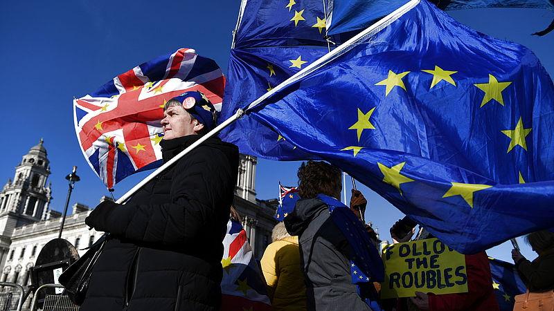 Wat betekent het Britse vertrek voor de EU? Geert Mak en Caroline de Gruyter over deze historische brexitdag