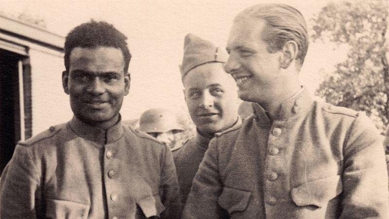 Surinaamse en Nederlandse soldaten