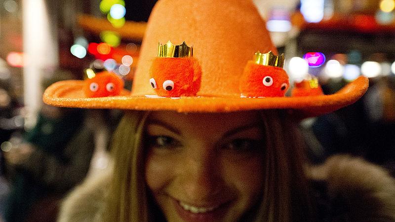 Geen EK ging voorbij zonder kek oranje gadget: 30 jaar succesnummers op een rij