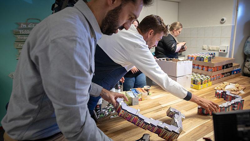 Kunstenaars Juan en Pablo onthullen de papieren maquettes van hun ontwerpen