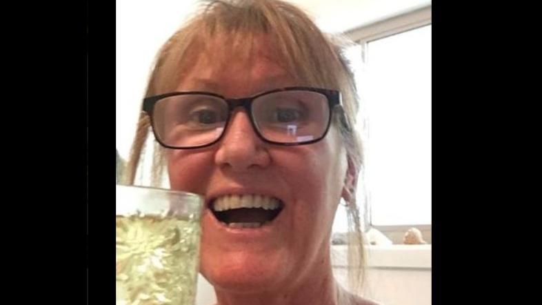 De nieuwste Facebooktrend: drink je eigen urine