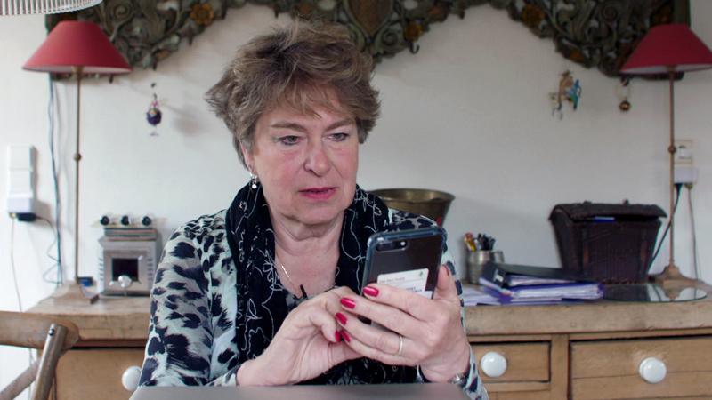 7500 euro weg: presentatrice Violet Falkenburg werd slachtoffer van whatsappfraude
