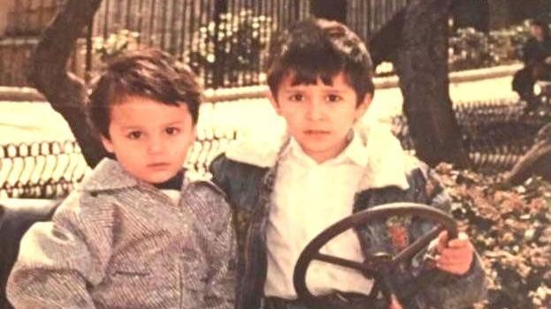 Elvin en Elmar toen ze jong waren.
