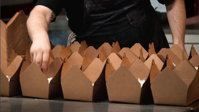 Je kunt niet aankomen met een plastic bakje, vinden beide ondernemers