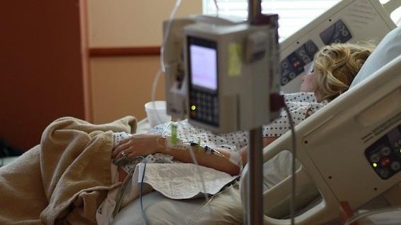 Kankerbehandeling zwangere vrouw minder schadelijk dan gedacht
