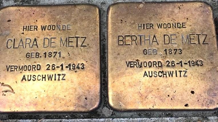 Struikelstenen in de Plantagebuurt in Amsterdam ter nagedachtenis aan Clara en Bertha