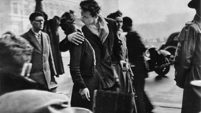 Le baiser de l'Hotel de Ville van Robert Doisneau