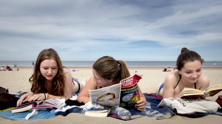 Koop Groep tieners stockfotos, royaltyvrije afbeeldingen en fotografie van 123RF.
