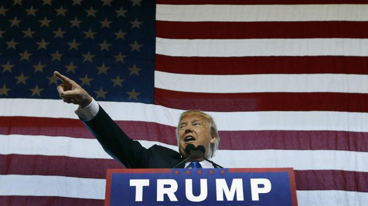 White Stripes boos op Trump