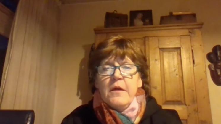 Vrouw neemt lied op voor PVV