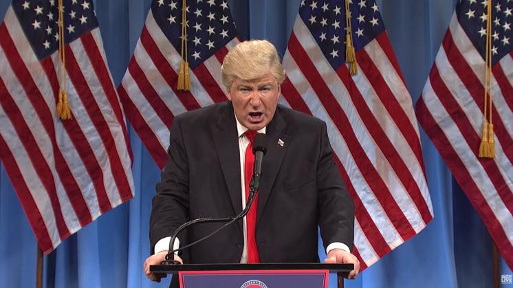 Saturday Night Live doet persconferentie Trump over