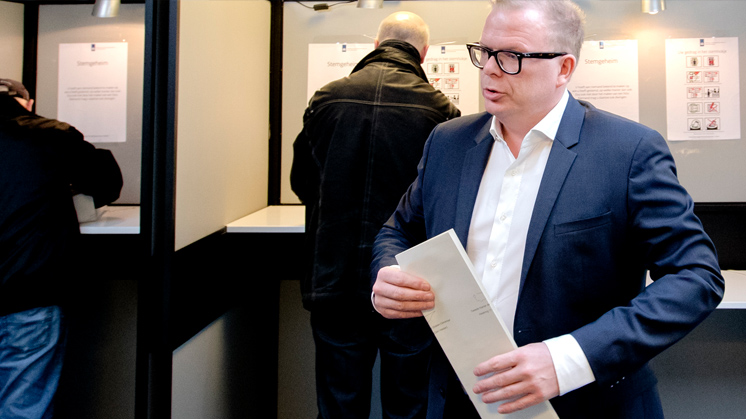 Jan Roos overweegt referendum over Raadgevend referendum