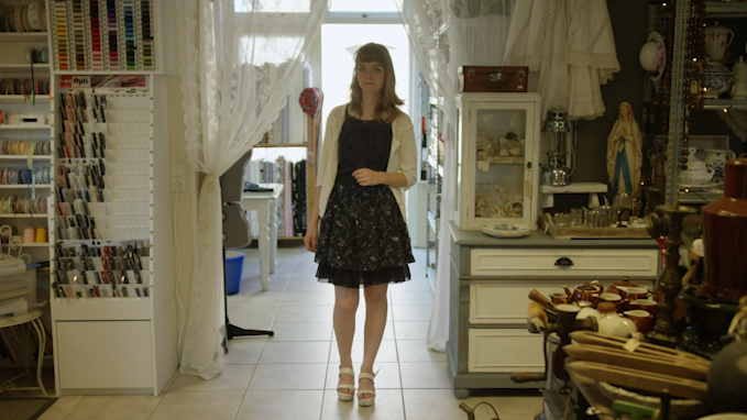 Ook als Katie niet in in lolitastijl gekleed is, kiest ze vaak voor sierlijke en vrouwelijke kleding