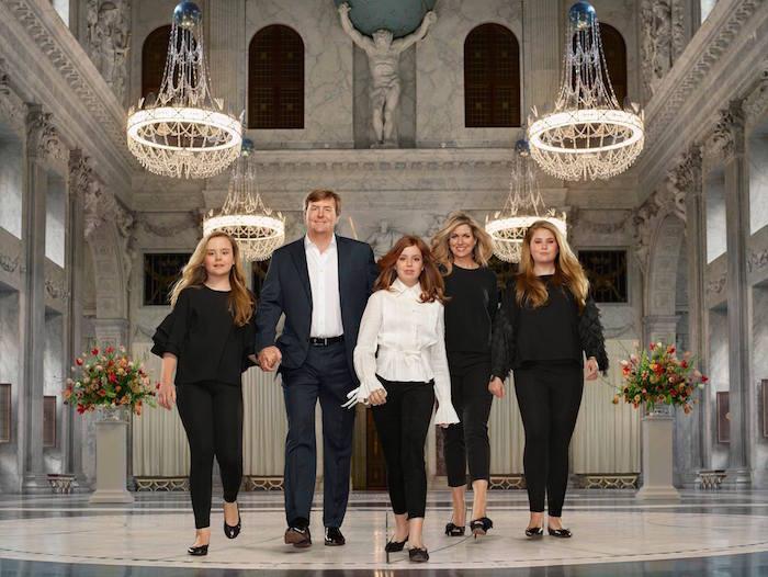 Nieuwe staatsiefoto's van Koninklijke familie