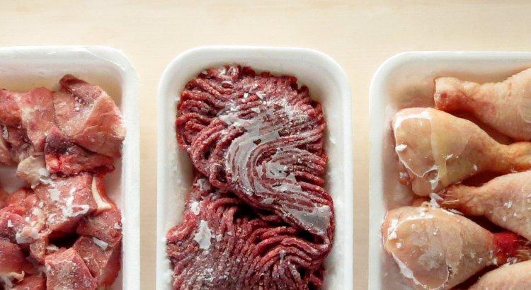 Ontdooid voedsel weer invriezen kan, maar jij kunt het niet