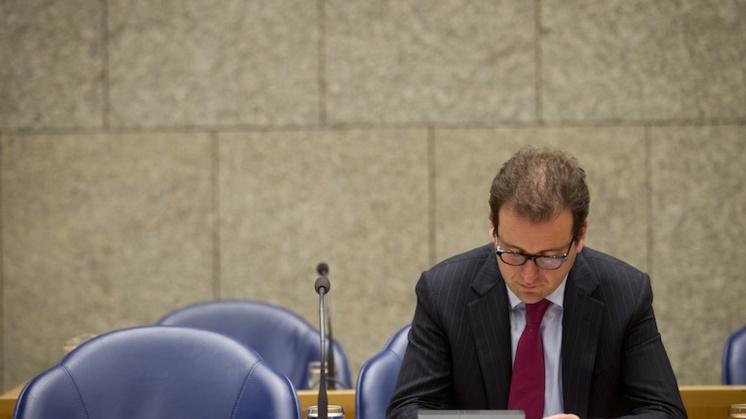 Asscher: Uitstel oplossing 'slapend dienstverband'