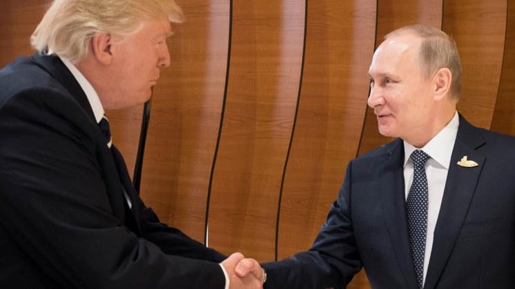 De handdruk tussen Poetin en Trump